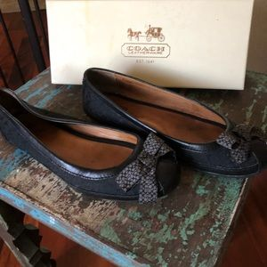 Black coach flats with Bow